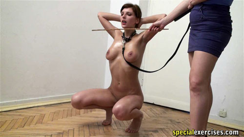 Nude sport squatted walk on the special exercises leash